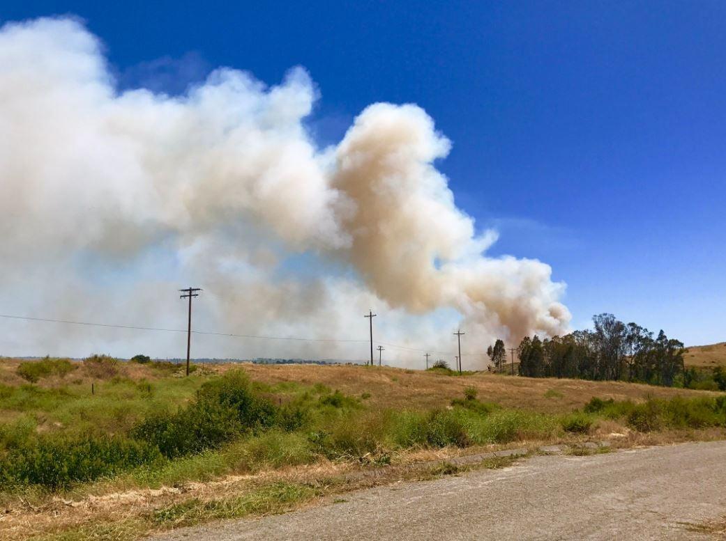 Crews battling 50 acre brush fire on base of Camp Pendleton (Twitter/@MCIWPendletonCA)