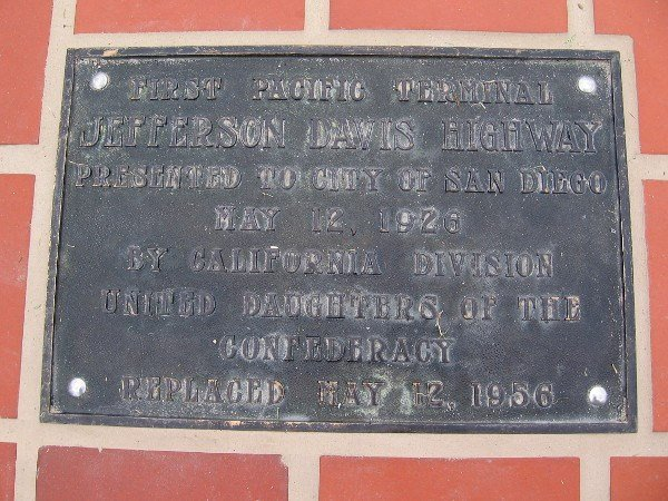 Confederate plaque removed from Montreal's Bay store